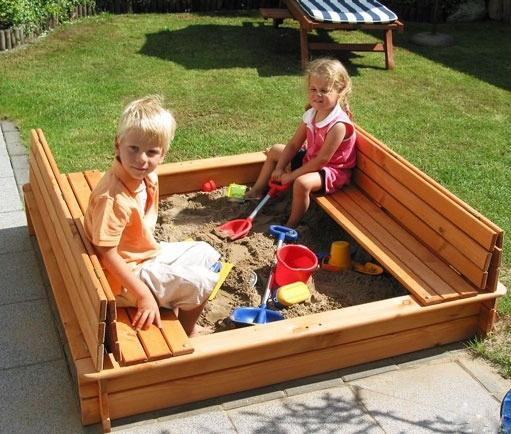 О зонах безопасности игрового оборудования на детской площадке